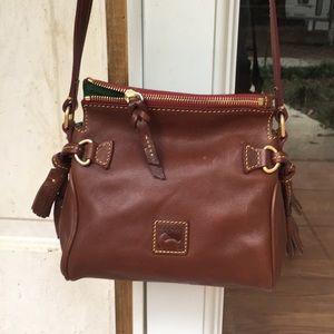 EUC Dooney and Bourke Brown Leather Handbag